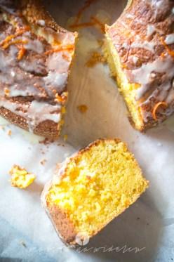 na widelcu ciasto dyniowe z pomarańczą 7240