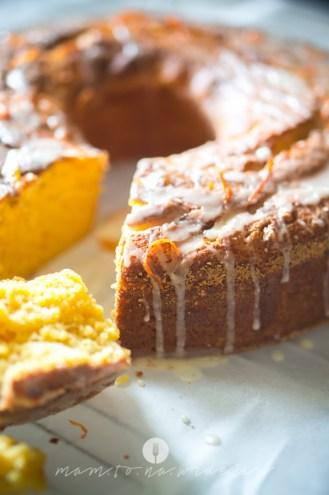 na widelcu ciasto dyniowe z pomarańczą 7246