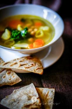 na widelcu zupa ciecierzyca jarmuż 6906