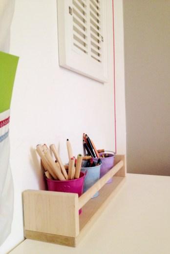 pojemnik na kredki w pokoju dziecięcym