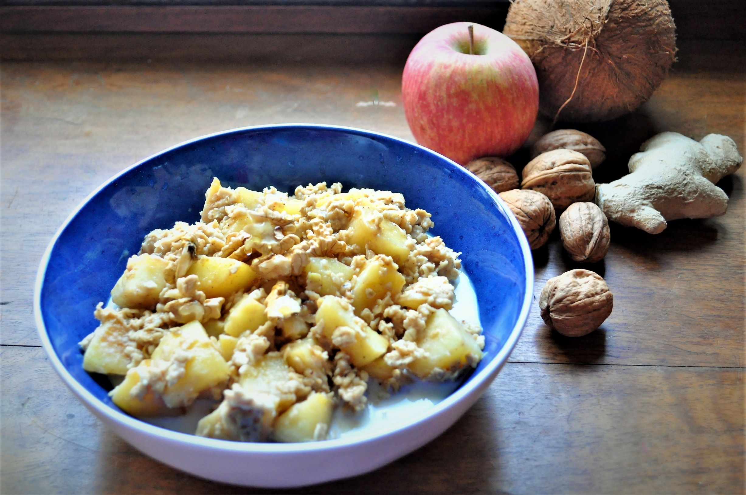 Apple and cinnamon oatmeal