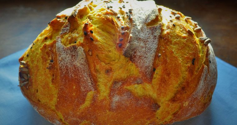 No-knead turmeric bread with sunflower seeds