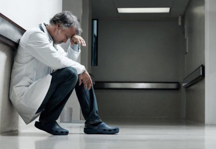 """Qu'est-ce que la  """"Fatigue blanche"""" ? Marie PEZE nous décrit ce symptôme révélateur d'une souffrance au travail"""
