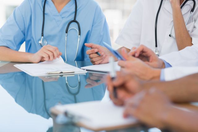 a-hopital-000-postes-medecins-sont-vacants_width1024