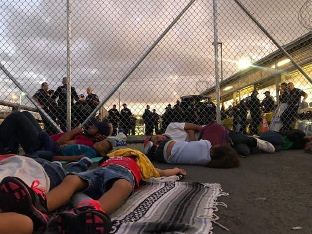 ´Toman´ migrantes puente Nuevo de Matamoros; cierran cruce