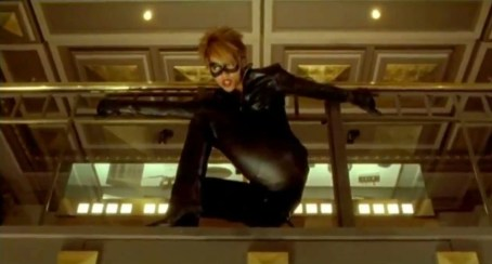 2302812-halle_berry_as_catwoman_in_catwoman_2004