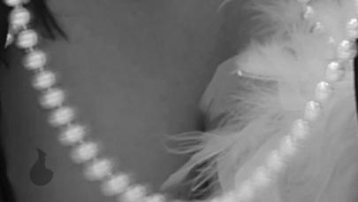 Decollette mit iFume Parfum Tropfen