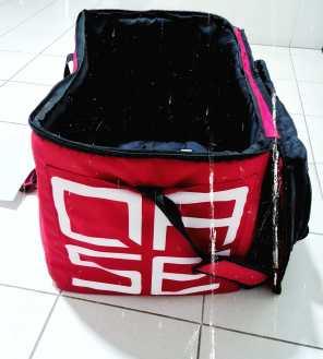התיק של Qase שבו מגיעות המזוודות והטאבלט.