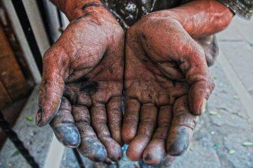 Fernando, el pintor de brocha: Trabaja por necesidad, no por gustó. Comezó desde los 12 años y el trabajo es hereditario; su padre lo obligó a trabajar a pesar que a él nunca le gustó. No quedó de otra, afirma.