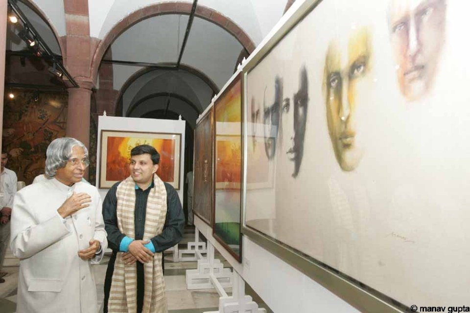 Former President of India, Dr. A. P. J. Abdul Kalam with Manav Gupta in the artist's exhibition in Rashtrapati Bhavan