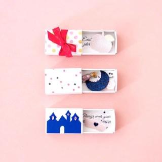 DIY broches à offrir : comment créer des broches personnalisées dans leur «boîte cadeau» graphic