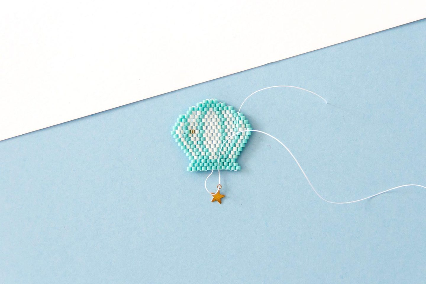 DIY brick-stitch : broche coquillage