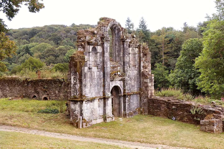 Visiter la Bretagne - abbaye Saint-Maurice de Carnoët