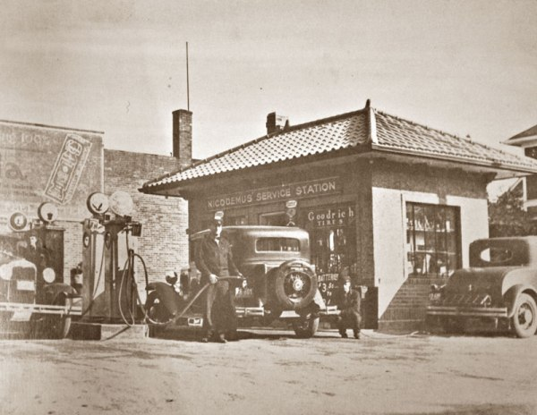 Gas Station -  Use This Photo To Design Your Dispaly - EGS567