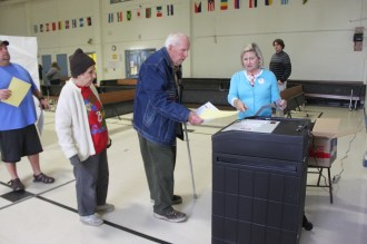 Gordon and Claire Ridge ready to put their ballots in the machine.