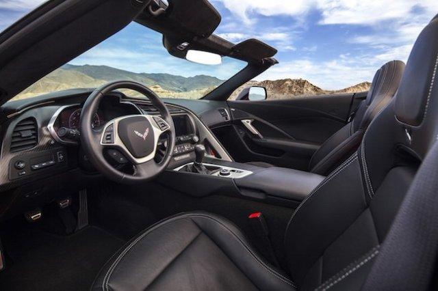 chevrolet-corvette-stingray-cockpit