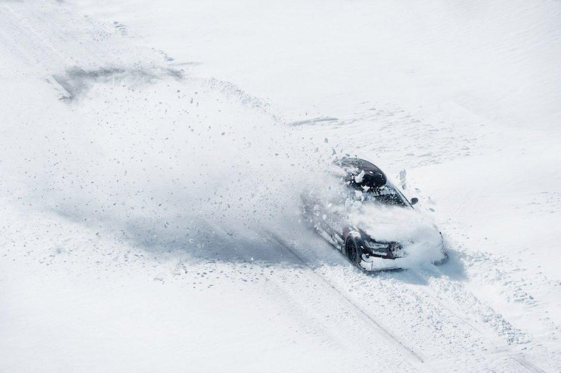 Jon Olsson Audi RS6 DTM Avant Schnee