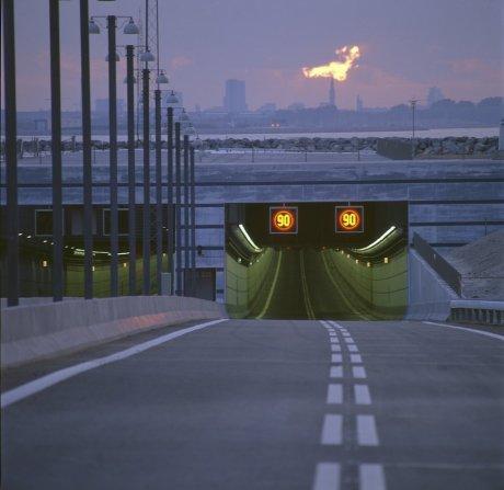 Øresund oresund tunnel einfahrt schweden dänemark verbindung sonnenuntergang asphalt