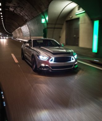 Ford Mustang RTR 2015 Tunnel Luxemburg Tuning Musclecar Ponycar Silber Car to car
