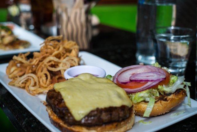 jaguar-restaurant-miami-florida-cheeseburger