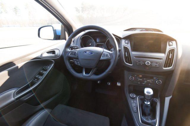 2016 Ford Focus RS Cockpit Lenkrad Interieur Innenraum