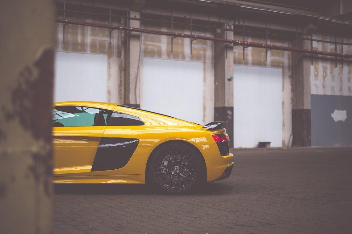 Audi R8 V10 plus Heck Vegasgelb Felgen Lagerhalle Heckspoiler Carbon