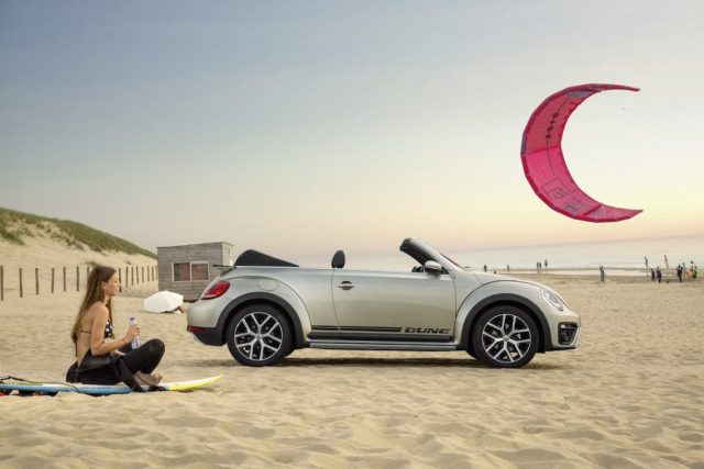 VW Beetle Dune Cabriolet Strand silber Kitesurfing Noordwijk Sand Surfer