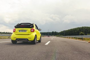 smart brabus fortwo cabrio 453 atomic yellow dragrace rennstrecke test led