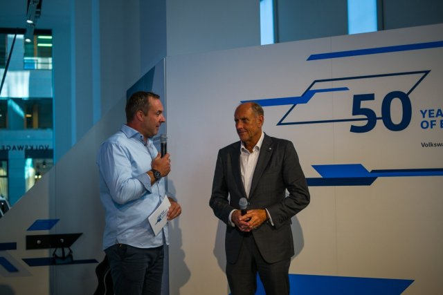 Hans-Joachim Strietzel Stuck Volkswagen Motorsport Drive Volkswagen Group Forum Berlin 50 Jahre Motorsport Interview Anzug Rennfahrer