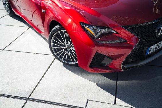 Lexus RC F Advantage Bordeaux rot Scheinwerfer LED Tagfahrlicht Felgen Lufteinlässe Kühlung Konturen Sportwagen Coupe V8