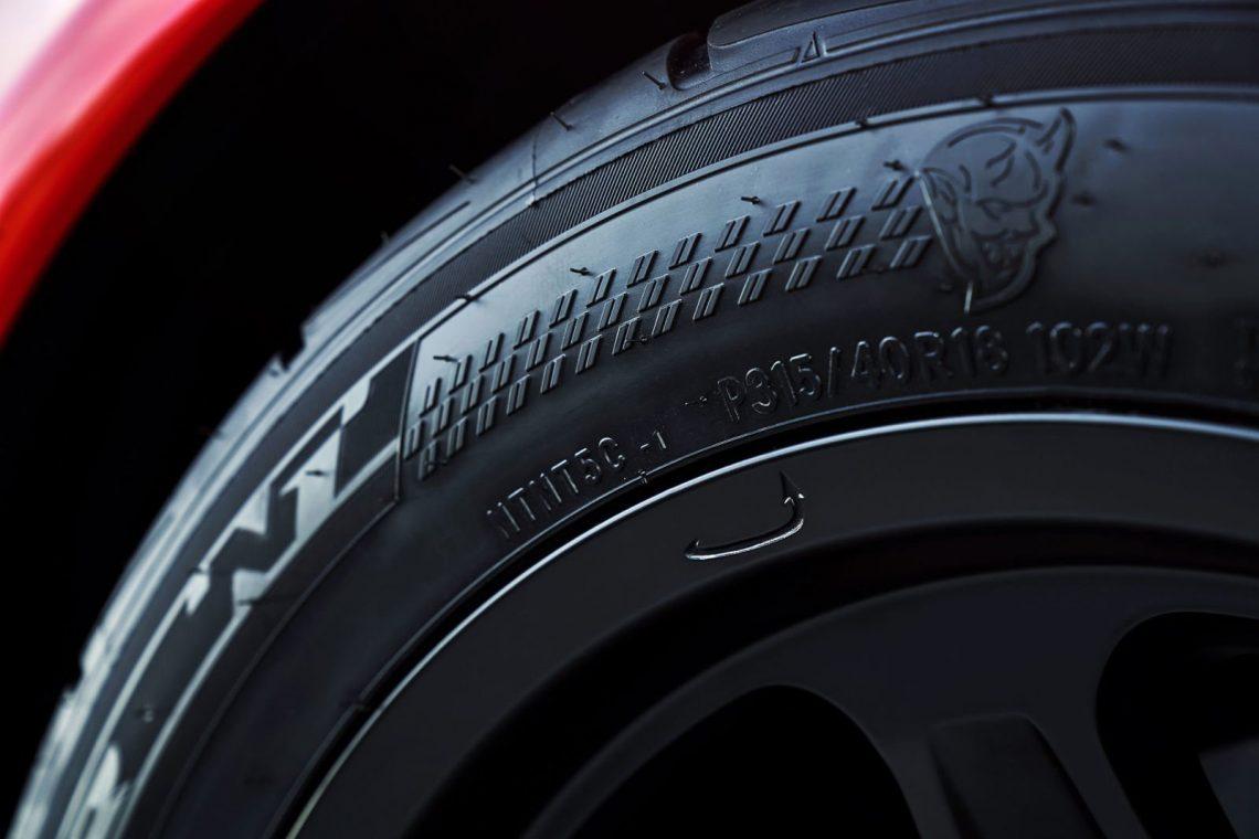 Dodge Challenger SRT Demon 315 40 R18 Nitto NT05R Drag Radials Reifen