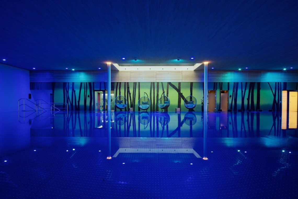 Bio Seehotel Zeulenroda Pool blau grün Wasser Schwimmbad Freizeit Relaxen