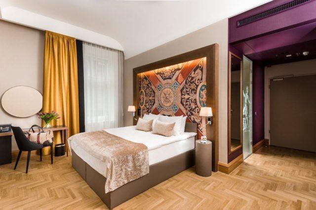 Hotel Moments Budapest 4 Sterne Andrassy Avenue Utca Einkaufsstraße Hauptstadt Ungarn Deluxe Room Bett