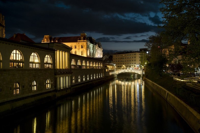 Ljubljana-Night-Triple-Bridge-Tromostovje