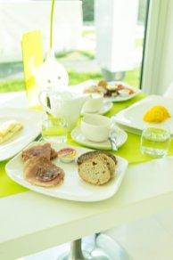 i-SUITE Hotel Rimini 5 Sterne Designhotel Adria Promenade Meerblick Breakfast Frühstücksbuffet Wurst Brot Omelette Rührei