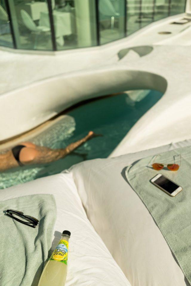 i-SUITE Hotel Rimini 5 Sterne Designhotel Adria Promenade Meerblick Bubble Butt Pool Fatboys Handtücher Sonnenbrille iPhone 7 Sonne Sommer