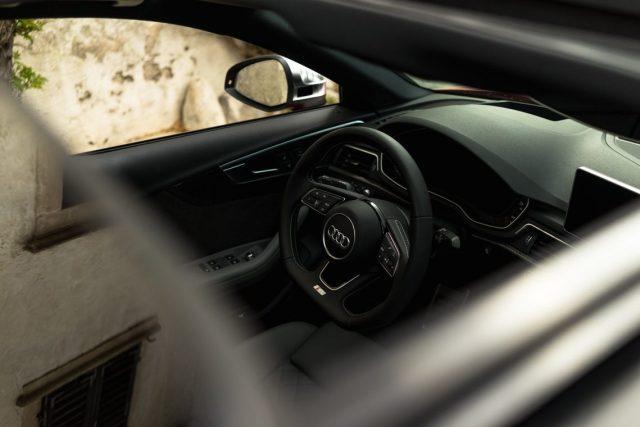 Audi S4 Limousine Interior Interieur Cockpit s-line abgeflachtes Lenkrad Schiebedach