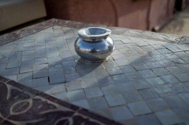 Riad AnaYela Marrakesch Marrakech Boutique Hotel Medina Tisch Kacheln