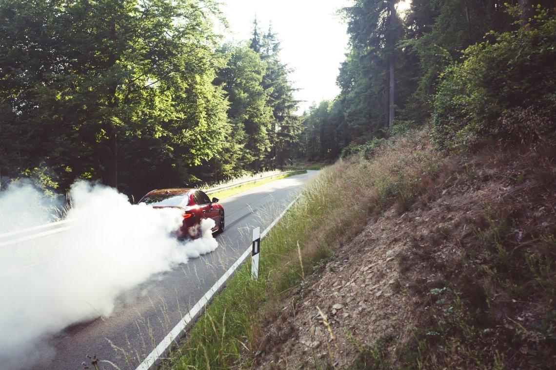 Alfa Romeo Giulia Quadrifoglio rot Burnout Rauchentwicklung