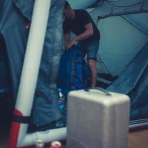 Zelte abbauen DJI Phantom 4 Koffer