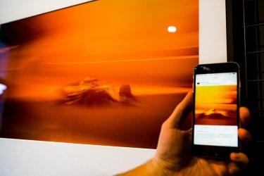 Formel 1 Auto Smartphone Hand orange gelb