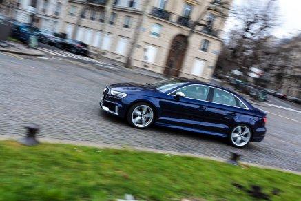 Audi Alufelge Kreisverkehr Wiese
