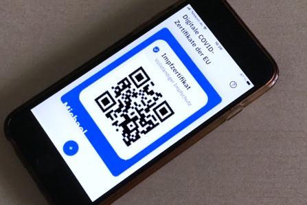 Photo Handy Digital Covid Certificate EU