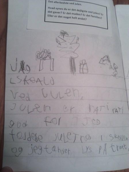 Junior elsker også det stakkels træ.