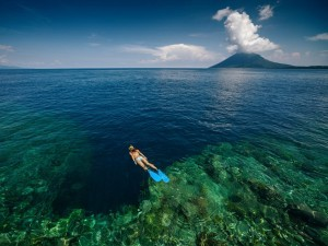 7-bunaken-is-a-tiny-coral-fringed-isle-in-north-sulawesi-that-offers-travelers-laid-back-beach-bliss-aside-from-its-relaxing-ambiance-most-people-come-to-bunaken-for-its-incredible-diving-300x225