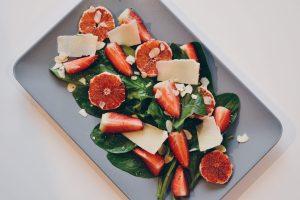 Sallate me spinaq dhe luleshtrydhe
