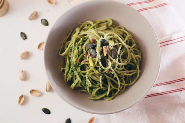 Pesto me spinaq dhe mente