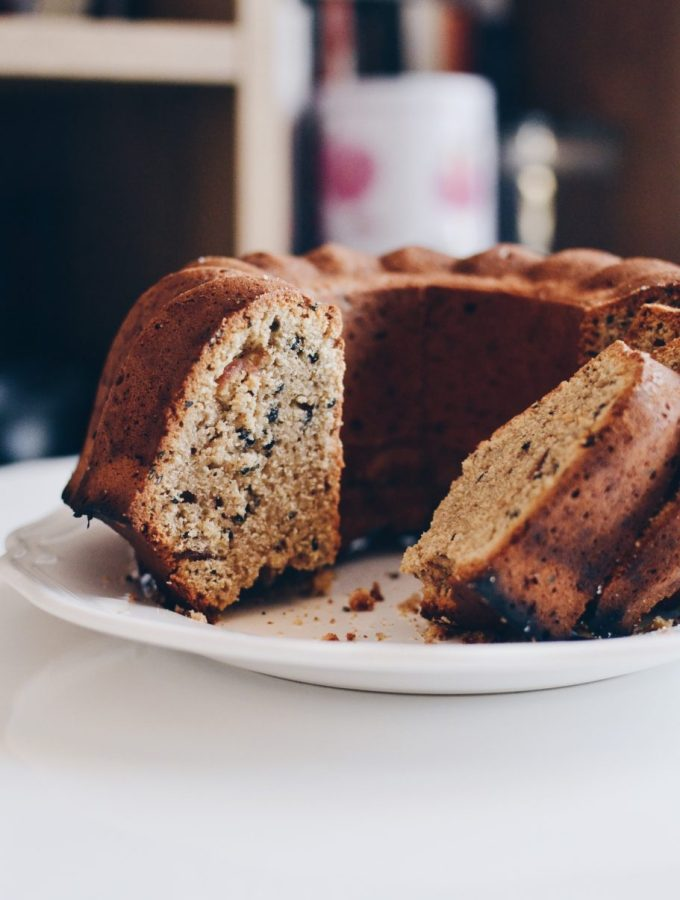 Tahini, olive oil and dates cake