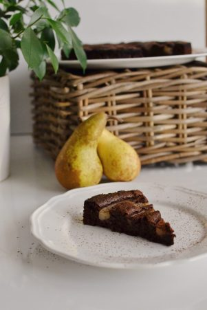 Flourless chocolate & pears cake