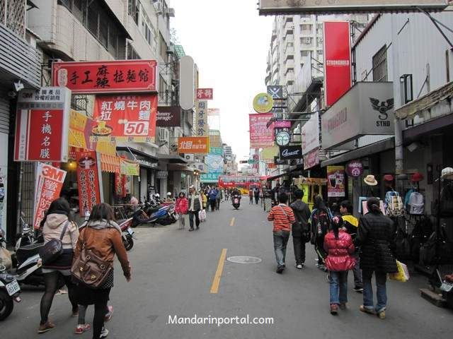 taichung_walking_street_with_restaurants